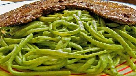 Tallarines verdes recetas de cocina paso a paso la - Como hacer espaguetis al pesto ...